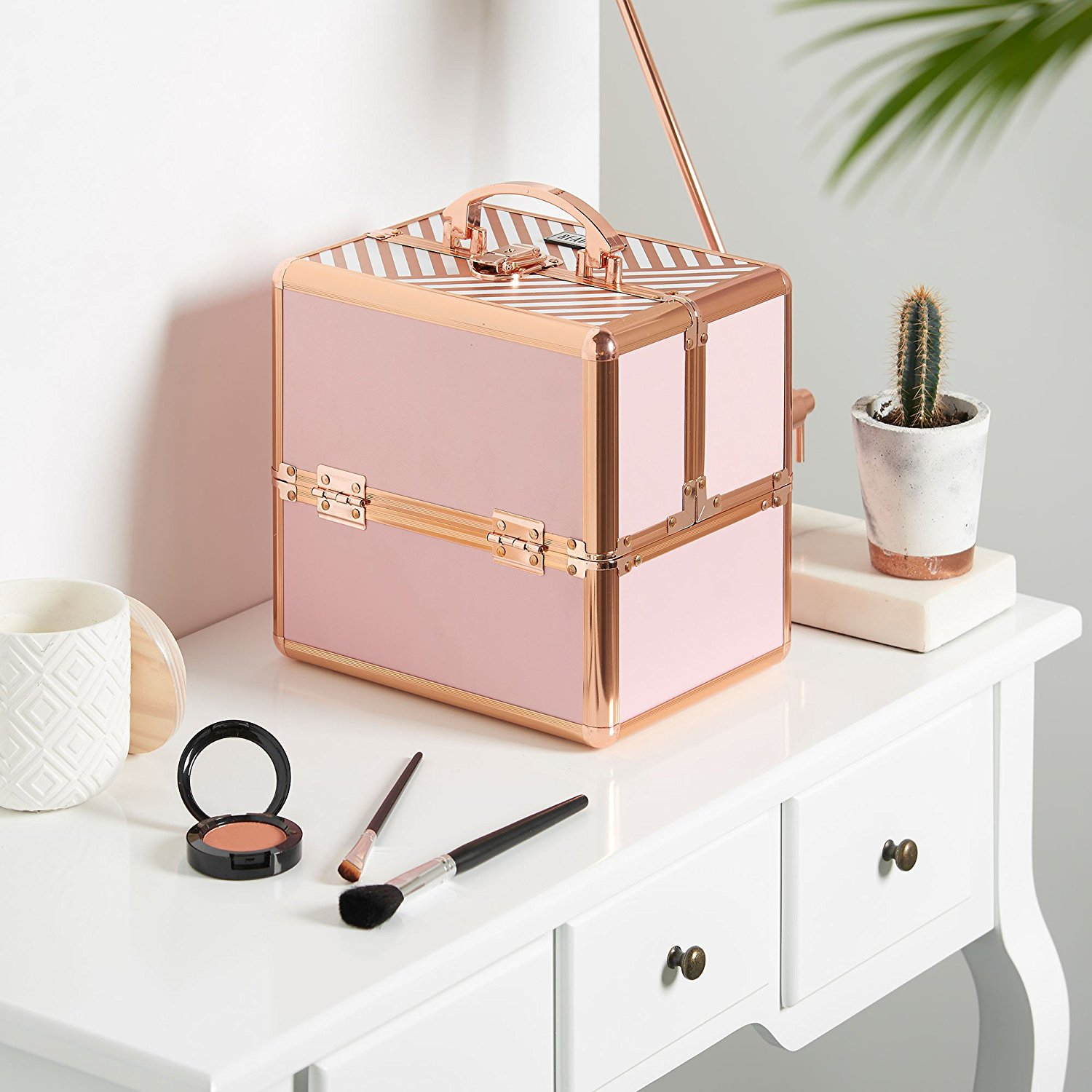 room-decor-for-makeup-lovers-365-beauty-tips