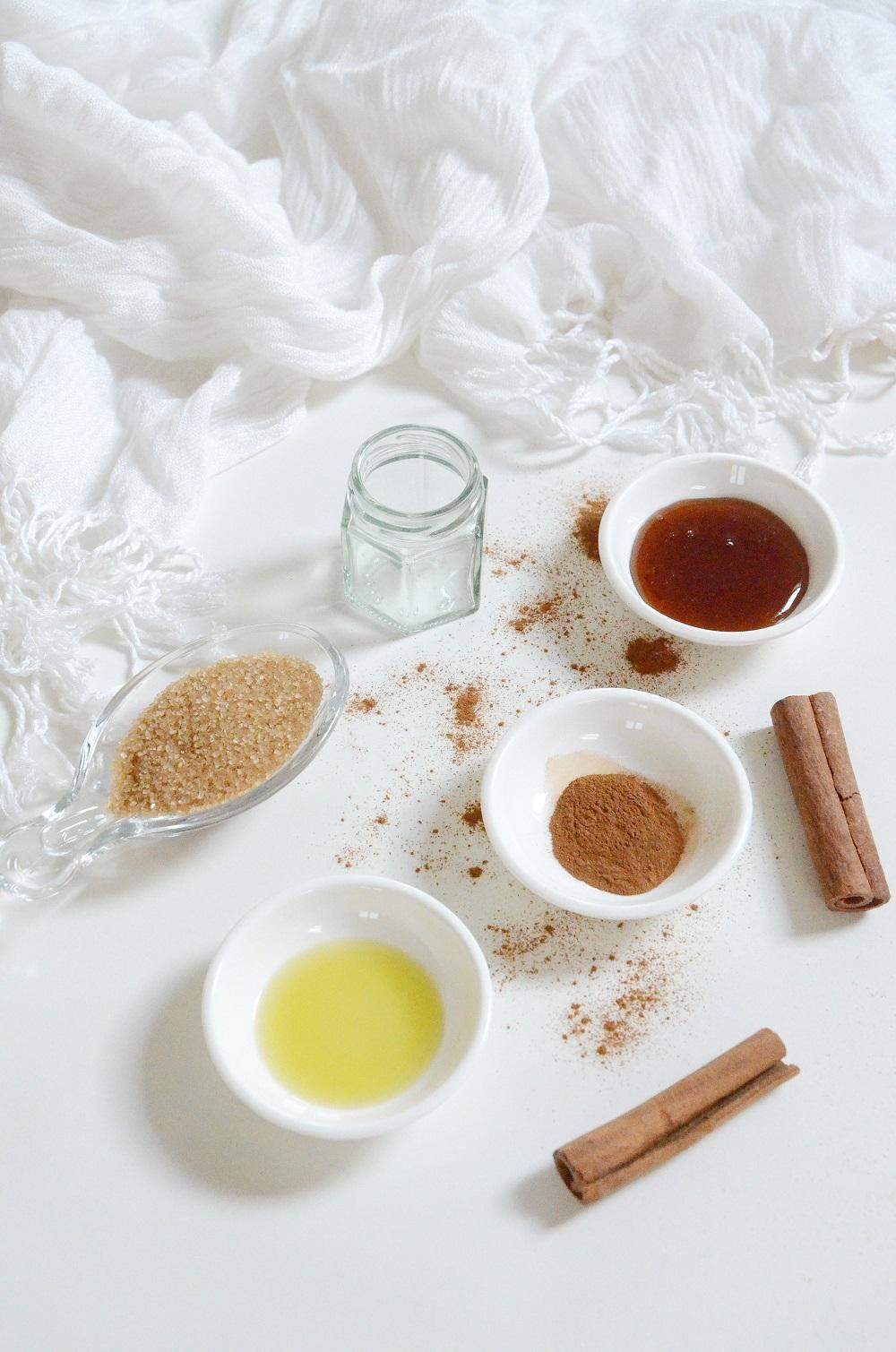 1-diy-cinnamon-honey-plumping-lip-scrub-365-beauty-tips