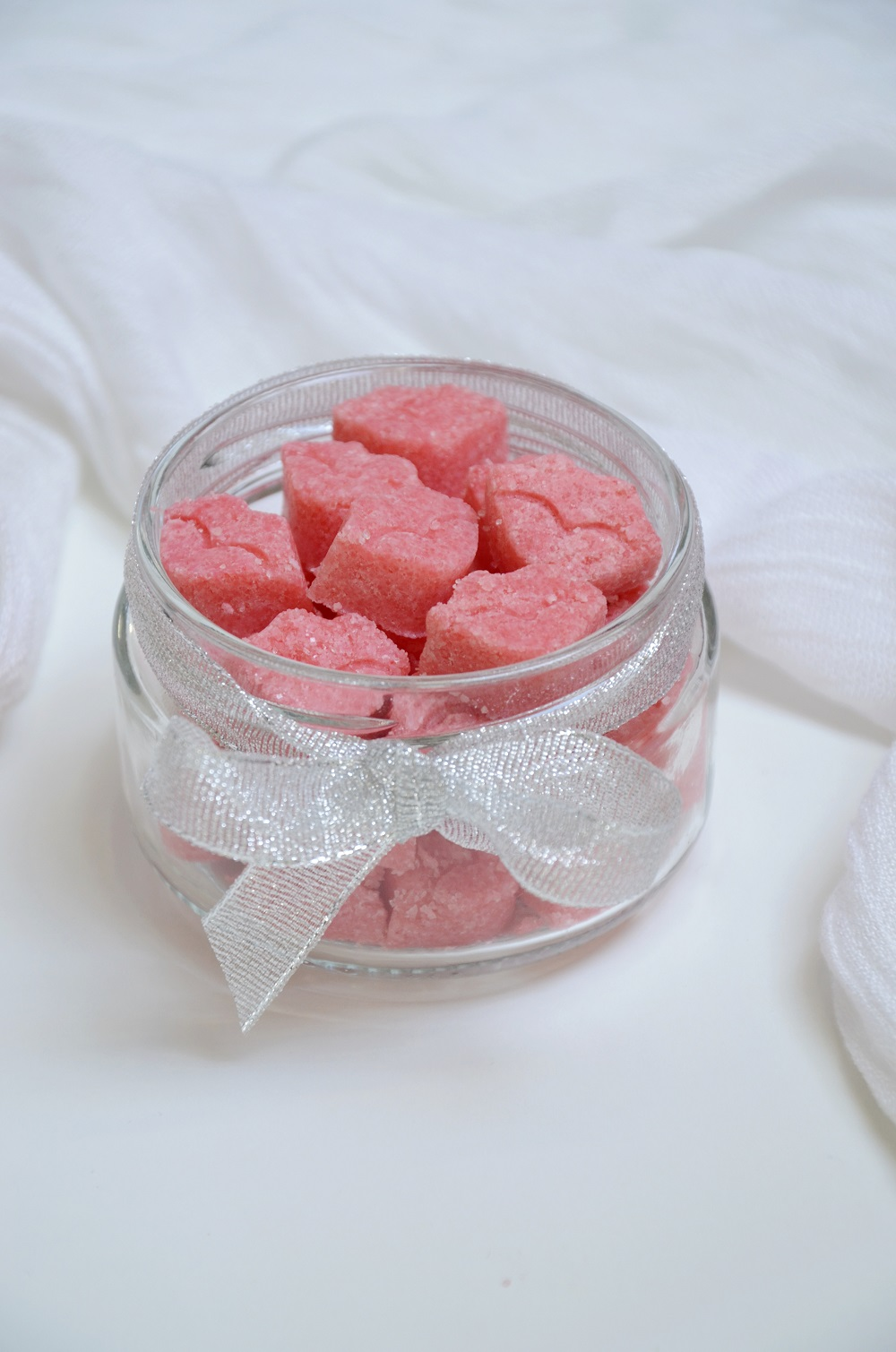 diy-strawberry-sugar-scrub-kisses-a-homemade-valentines-day-gift-365-beauty-tips